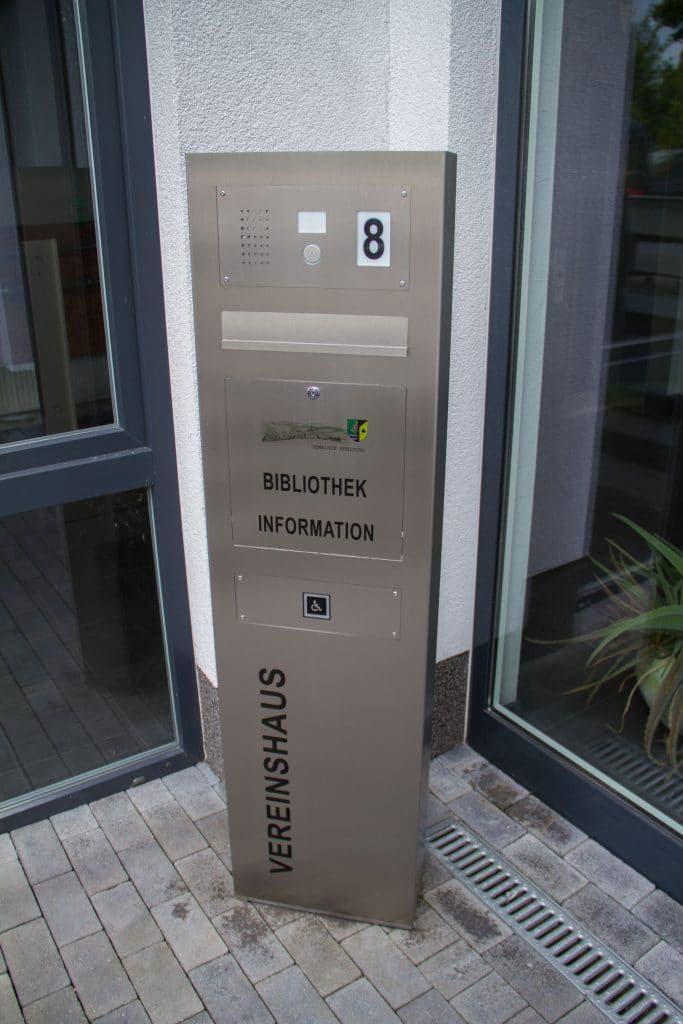 letterbox stainless steel Säule Audio Hausnummer Klingelanlage Beschriftung