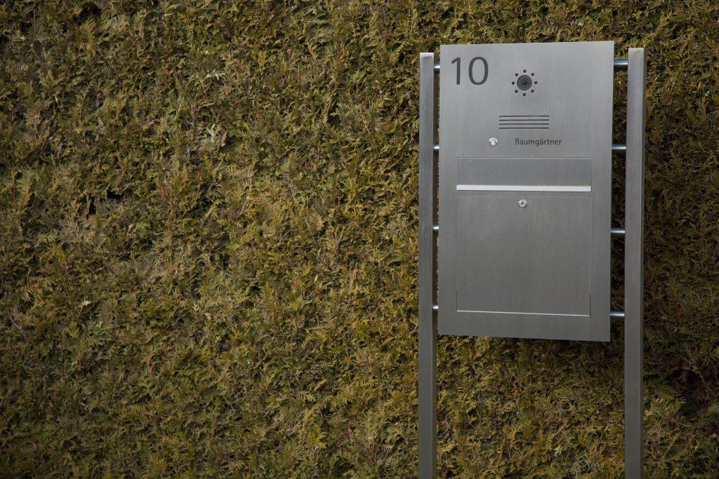 letterbox stainless steel freistehend Hausnummer Video Sprechstelle Namensbeschriftung